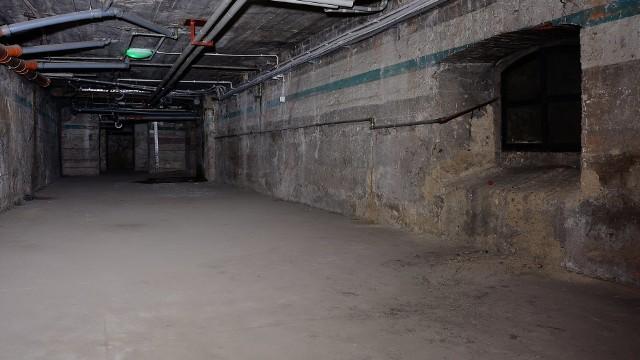 W czasie wojny Zamek Cesarski w Poznaniu został przebudowany przez nazistów na przyszłą rezydencję Adolfa Hitlera. To dla niego zbudowano m.in. balkon od strony ul. Święty Marcin. Zaczęto także budowę schronu, do którego miała prowadzić winda z gabinetu przywódcy III Rzeszy. Zobacz więcej zdjęć ---->