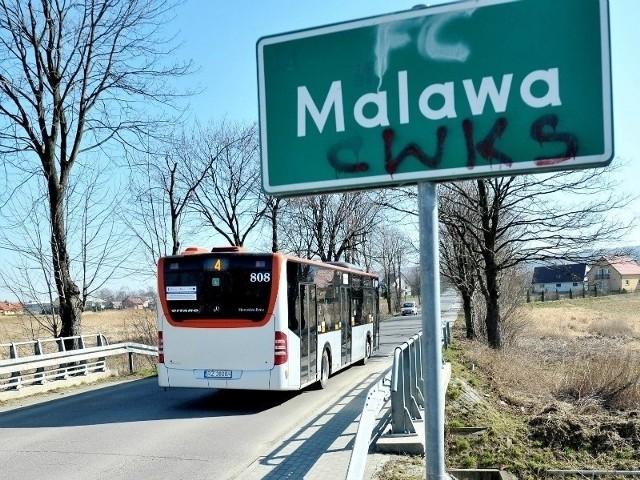 Większością głosów radni opowiedzieli się wówczas za rozpoczęciem konsultacji społecznych na temat włączenia do miasta Malawy z gminy Krasne.