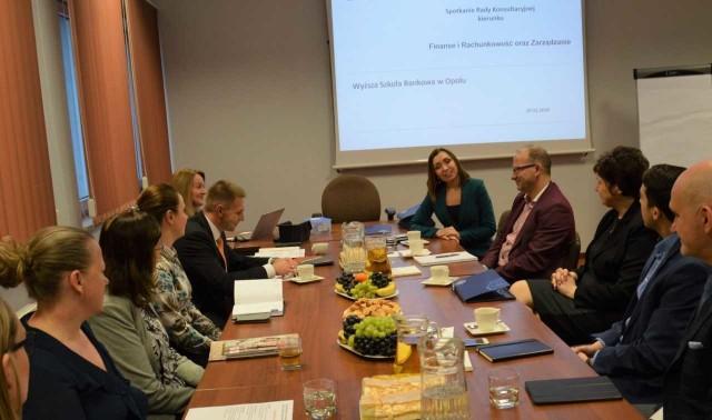 Rada Biznesu dla kierunku Finanse i rachunkowość oraz Zarządzanie dyskutowała ostatnio m.in. o studiach dualnych.