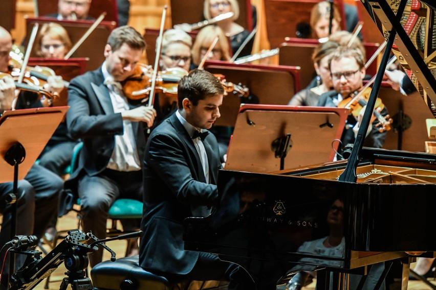 Kamil Pacholec - jeden z trzech pianistów związanych z...
