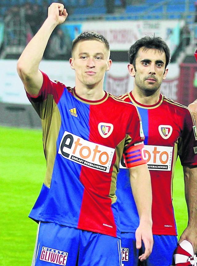 Kapitanem Piasta jest wychowanek Radosław Murawski,  grający  też w reprezentacji młodzieżowej Polski. Drugi wychowanek w pierwszej drużynie to  17-letni Patryk Dziczek, który ma za sobą debiut w ekstraklasie i jest reprezentantem U-19. Rok starszy Piotr Kwaśniewski zaczynał w ŁTS Łąbędy, a w 2007 r. trafił do juniorów Piasta. Dominik Budzik i Jakub Łabojko są obserwowani przez sztab Radoslava Latala.