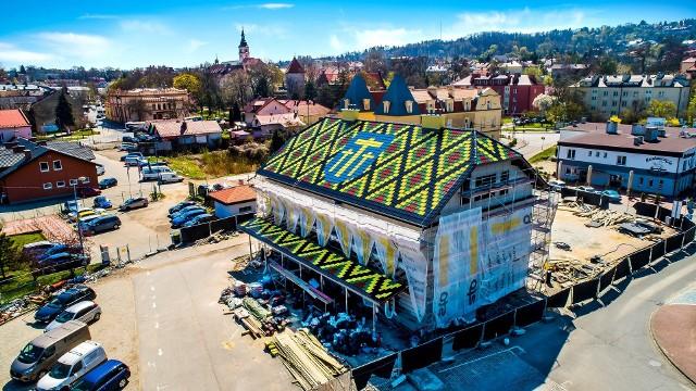Dworzec autobusowy przy stacji kolejowej Wieliczka Rynek-Kopalnia jest prawie gotowy. Inwestycja za 5,5 mln zł budzi liczne kontrowersje