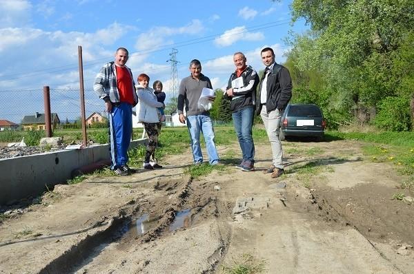 Mieszkańcy przyspieszyli starania o drogę, gdy sąsiad postawił płot