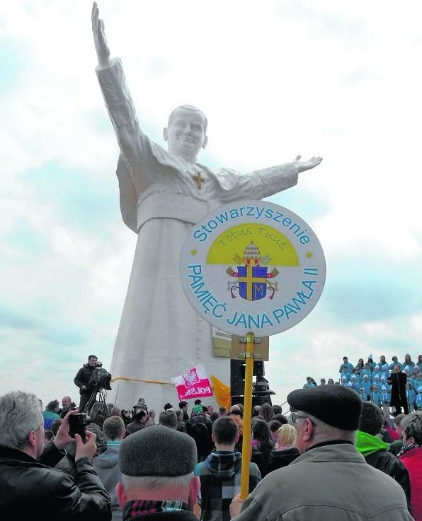 Największy na świecie pomnik Jana Pawła II stoi w Częstochowie