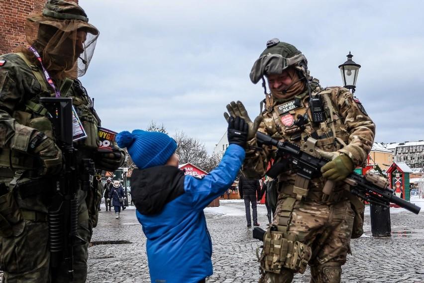 Pracownicy cywilnych sił zbrojnych, policji, straży...