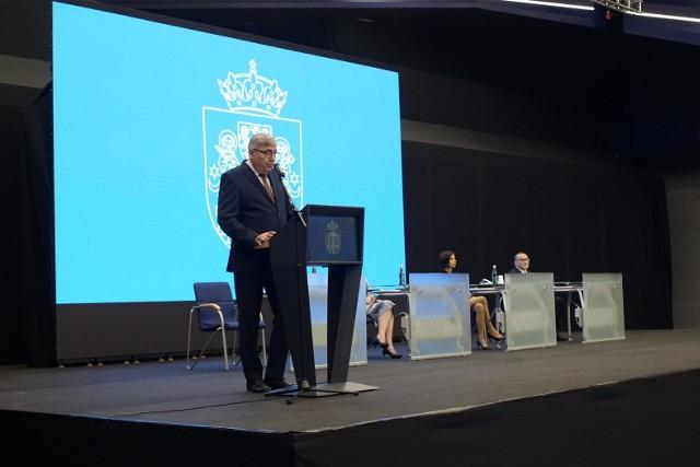 W święto patronów Poznania odbyła się uroczysta sesja rady miasta. Podczas niej poruszono temat wyzwań, które stoją przed Poznaniem. Wyrażono też szacunek wobec kombatantów Poznańskiego Czerwca '56.