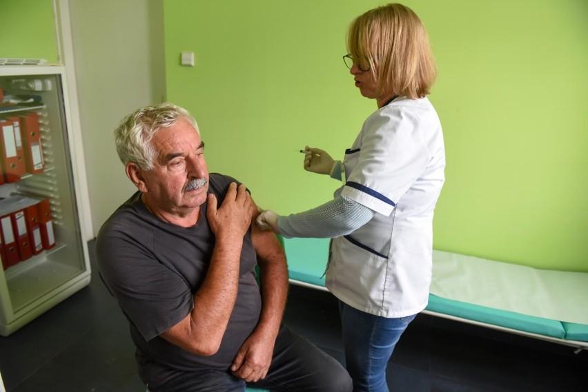 Politycy zachęcają do szczepień i zapowiadają ogólnopolską...