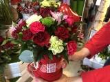 W walentynki kwiatów nie może zabraknąć - kwiaciarnie będą otwarte w niedzielę. Królują róże i pudełka kwiatowe. Ile kosztują w Poznaniu?