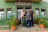 Lokalna Bistro w Białymstoku to rodzinna firma. Warzywa trafiają tu prosto z pola a filozofia działania - z serca i wiedzy właścicieli