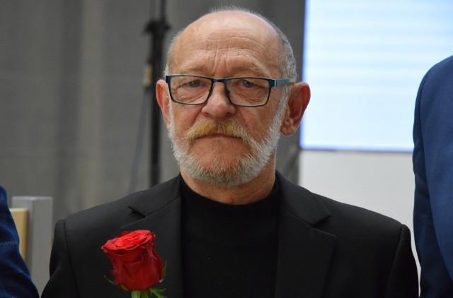 Zdzisław Bazylewicz ukończył ASP w Krakowie, wydział grafiki w Katowicach