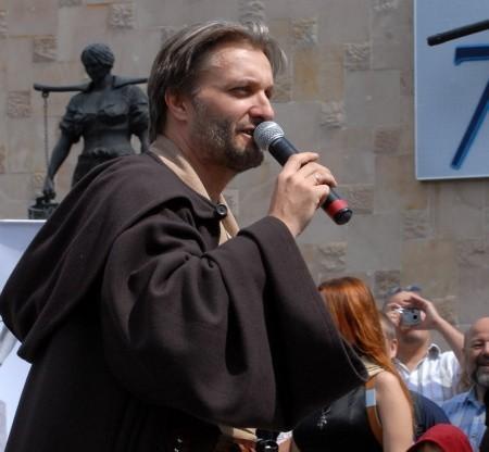 Cezary Żołyński w stroju rycerza Jedi na konwencie miłośników Gwiezdnych Wojen w Gorzowie w ubiegłym roku.