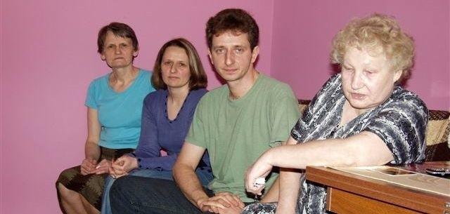 Krystyna Sowińska, Wioletta i Grzegorz Kacpura oraz Zofia Krzemińska (od lewej) uważają, że pani prezes traktuje wspólnotę jak prywatny folwark