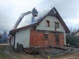 Pożar przy ul. Pałuckiej w Szubinie. Paliło się poddasze domu