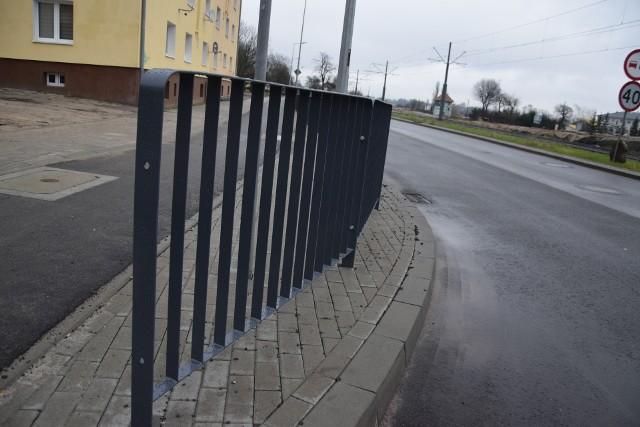 Barierki zostały zamontowane przy okazji prac związanych z przebudową ul. Kostrzyńskiej.