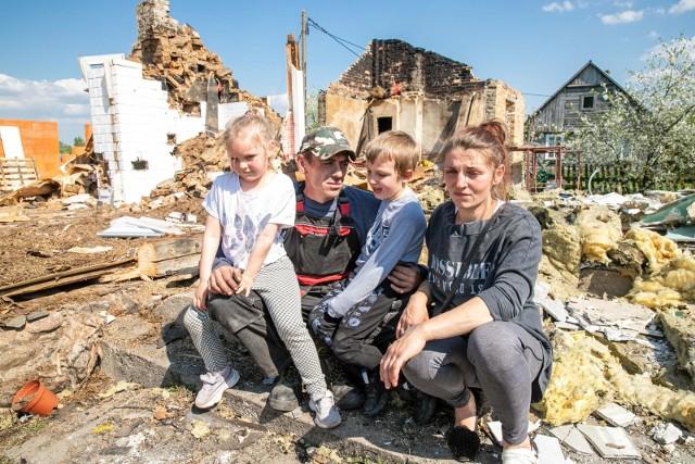 Teraz najbardziej tej rodzinie potrzebne jest wsparcie finansowe na materiały budowlane, aby można było zacząć wszystko na nowo, tzn. wybudować nowy dom i próbować zapomnieć o buchających płomieniach