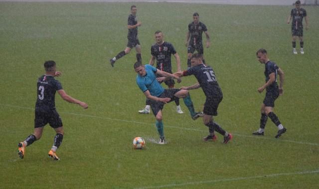 Za nami już wszystkie dziesięć spotkań 39. kolejki BS Leśnica 4 Ligi Opolskiej. Tym samym prezentujemy raporty z tych gier i strzelców bramek, a także komentarze przedstawicieli poszczególnych drużyn oraz galerię zdjęć z meczu Chemik Kędzierzyn-Koźle - GKS Głuchołazy.