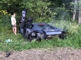 Wypadek z Załużu. Lamborghini wypadło z drogi i wylądowało w rowie.  Kierowca trafił do szpitala [ZDJĘCIA]