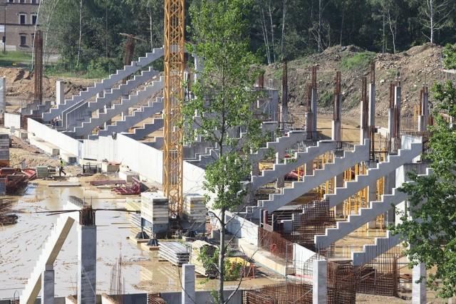 Tak dziś wygląda budowa stadionu sportowego i hali w rejonie Górki Środulskiej w Sosnowcu, gdzie powstaje Zagłębiowski Park Sportowy Zobacz kolejne zdjęcia/plansze. Przesuwaj zdjęcia w prawo - naciśnij strzałkę lub przycisk NASTĘPNE