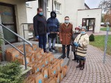 Radny Rady Miasta Kielce Maciej Bursztein z mikołajkowymi prezentami u mieszkańców Domu Seniora Nestor w Kielcach