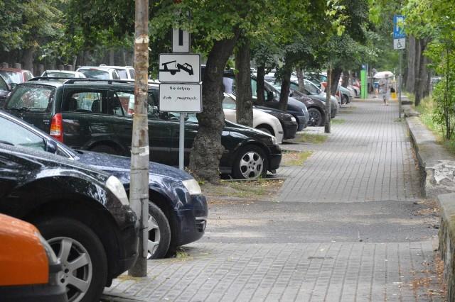 Uliczki przy Szpitalu Uniwersyteckim zawsze są zastawione przez samochody