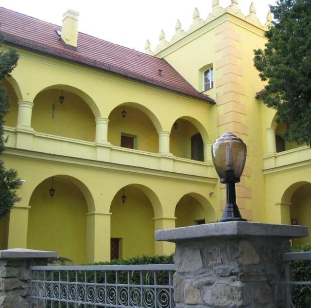 Zespół zamkowo-parkowy w Rogowie Opolskim.