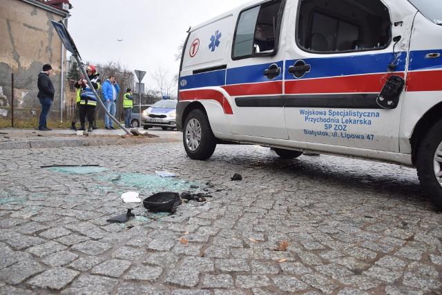 Do groźnie wyglądającego wypadku drogowego doszło na skrzyżowaniu ulic Młynowej i św. Anny. Rosyjski kierowca uderzył w karetkę.