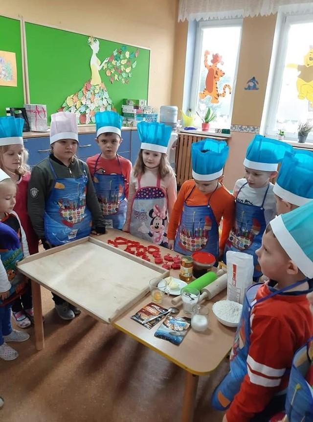 Przedszkolaki z Wyśmierzyc piekły pierniczki.