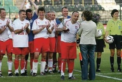 Andrzej Czerwiński (czwarty od lewej) w piłkarskiej reprezentacji Sejmu RP Fot. archiwum Andrzeja Czerwińskiego