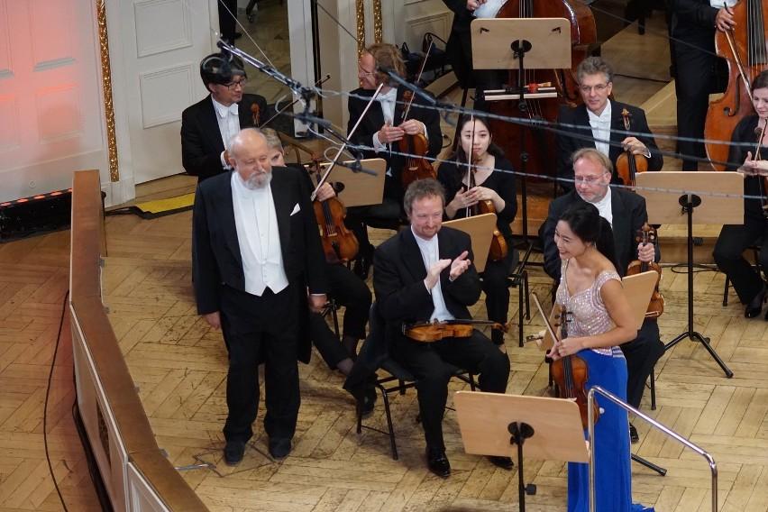 Soyoung Yoon oraz Dire  Deutsche Kammerphilharmonie Bremen pod batutą Krzysztofa Pendereckirgo