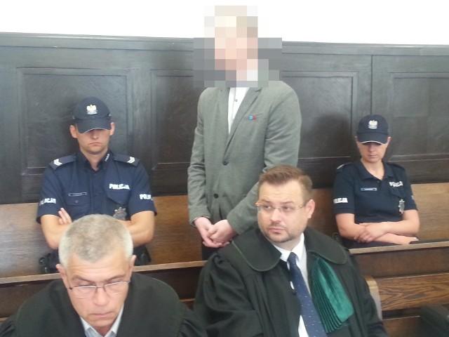 Rozpoczął się proces policjanta z Żychlina oskarżonego o zabicie handlarza