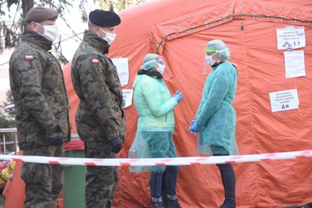 Polscy lekarze polecą w czwartek do Chicago by zdobyć doświadczenie w walce z koronawirusem. Natomiast już dziś polecą do Słowenii