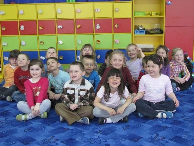 Te dzieci już chodzą do publicznego przedszkola. Dla ich nowych kolegów i koleżanek w wieku trzech i czterech lat przygotowano 50 miejsc, ale chętnych jest aż 125 maluchów.