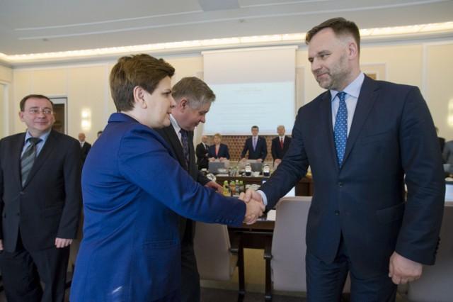 Posiedzenie Rady Ministrów. Na zdjęciu premier Beata Szydło i Dawid Jackiewicz minister Skarbu Państwa