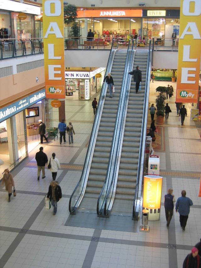 Klienci potrafią być bezwględni wobec pracowników sklepów, (fot. Tfwww, sxc.hu)