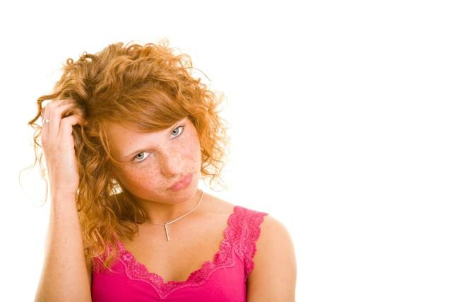 Specjalista tychologii pomaga ustalić przyczyny problemów takicj jak nadmierne wypadanie włosów czy zmiany zapalne z obrębie skóry głowy.