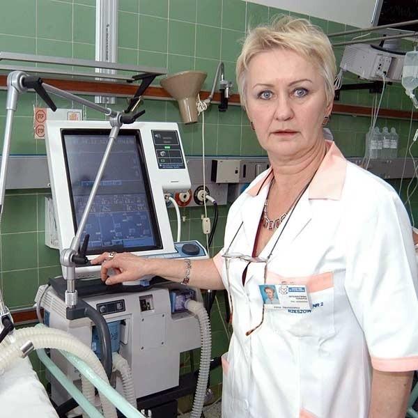 Zofia Twardowicz mówi, że od przyszłego roku na jej oddziale pracę może znaleźć 30 pielęgniarek. - Czy będą chętne? - zastanawia się.