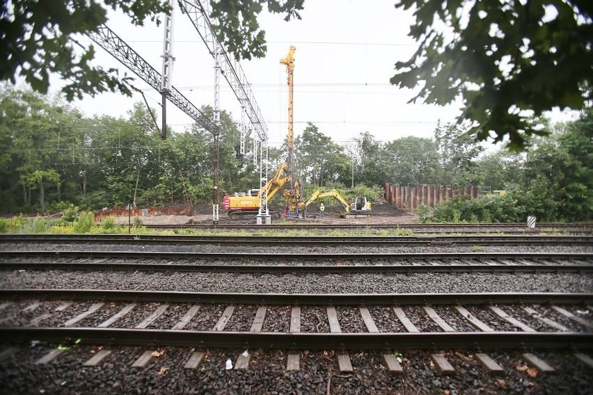 Najdłuższe przęsło przechodzące nad torami kolejowymi będzie...