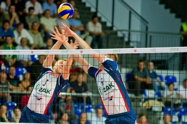 Liczymy na skuteczną grę w bloku Pawła Zagumnego (z lewej) i Jurija Gladyra.