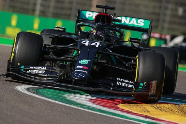 Szczęśliwe zwycięstwo Hamiltona na Imoli. Mercedes z pierwszym trofeum w sezonie