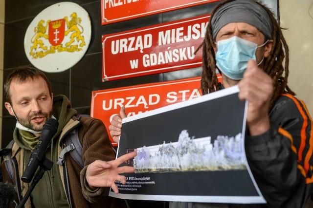Inicjatywa Zielona Fala - Trójmiasto złożyła podpisy przeciwko planom zabudowy fragmentu Pasa Nadmorskiego w gdańskim Brzeźnie w okolicach molo