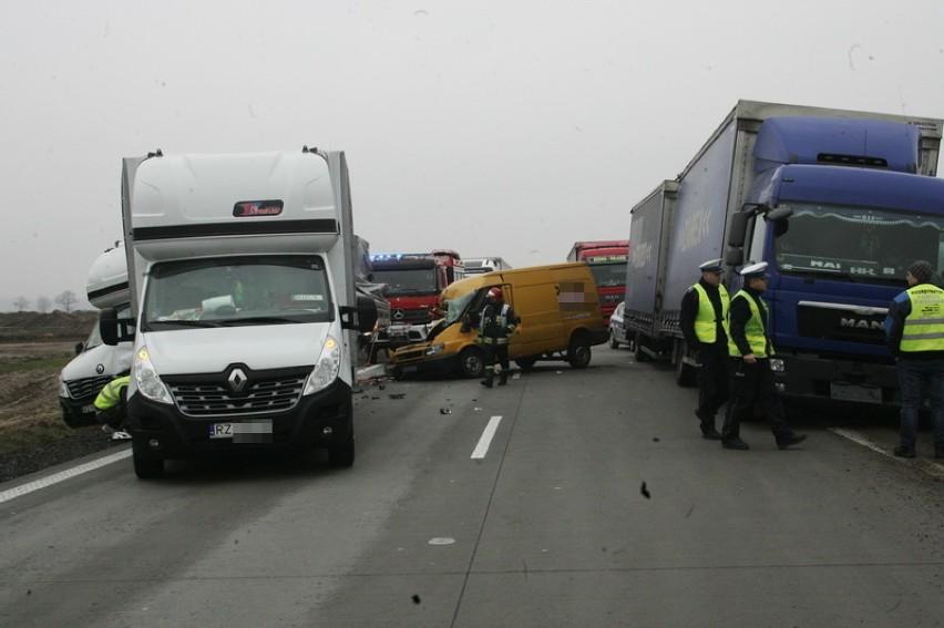 Wypadek na A4, 10.03.2016. Autostrada zablokowana