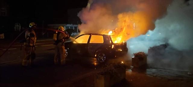 W nocy z soboty na niedzielę przy ulicy Wałeckiej w Czaplinku doszło do pożaru samochodu osobowego.