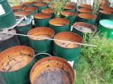 Gdańsk: Setki tysięcy litrów smolistych substancji zalega w beczkach nad Martwą Wisłą