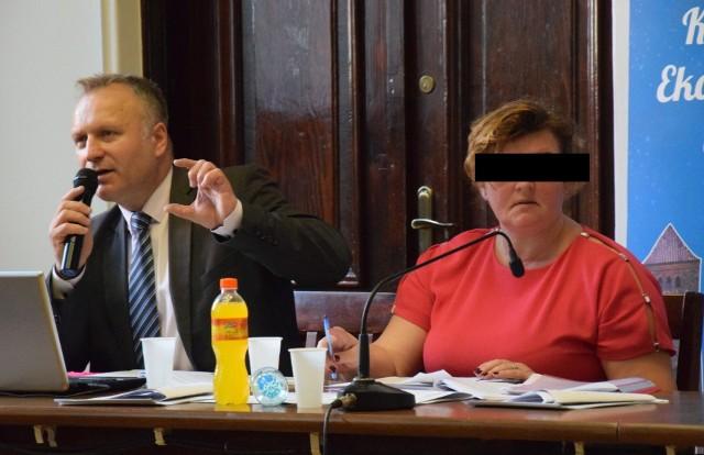 Były burmistrz Robert Świerczek (zgodził się, żeby publikować jego pełne nazwisko i wizerunek) oraz była wiceburmistrz Katarzyna Z.