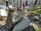 Spod śmieci wydobywają poniemiecki cmentarz. Mieszkańcy Lipna chcieliby naprawić błędy przodków. Chociażby w tak symboliczny sposób