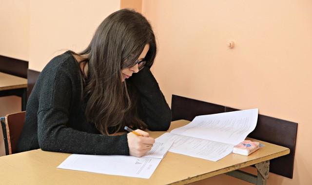 W roku szkolnym 2020/2021 w podstawie programowej dla szkół średnich funkcjonował będzie język łaciński i kultura antyczna. Przedmiot będą realizowali uczniowie klas I liceów i techników.