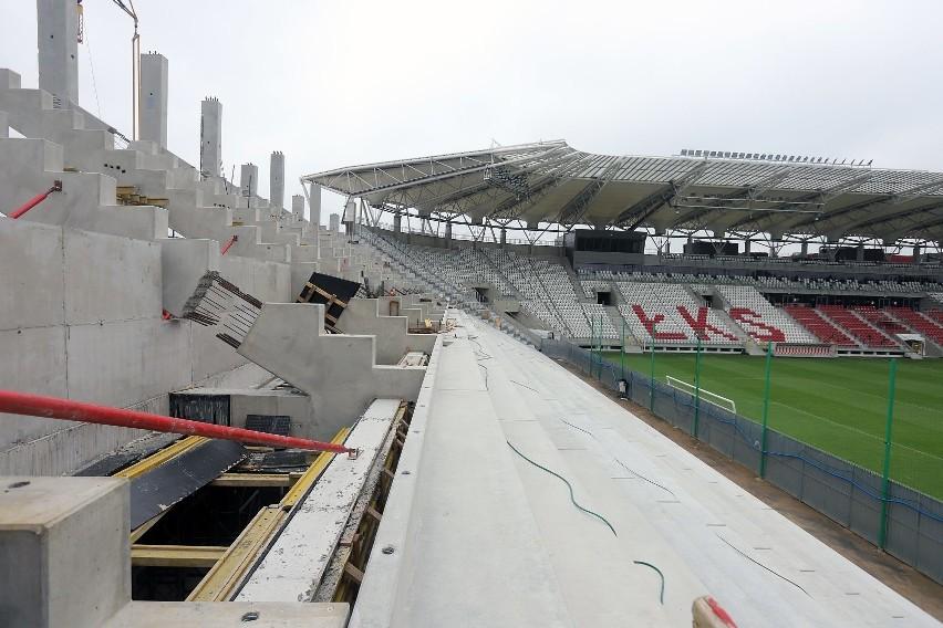 Budowa nowych trybun na stadionie ŁKS .Prezydent Łodzi Hanna Zdanowska zorganizowała konferencję prasową na budowanym stadionie, by pokazać postępy w pracach budowlanych. Budowa nowych trybun na stadionie ŁKS.
