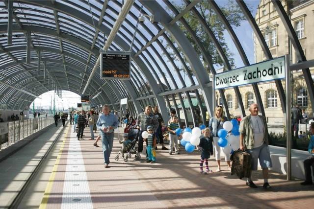 Inwestycja nr 1Wydłużenie trasy PST do dworca Zachodniego nie byłoby możliwe, gdyby nie dofinansowanie inwestycji z Unii Europejskiej. Budowa kosztowała ponad 120 mln zł, a dofinansowanie wyniosło 55 mln zł.