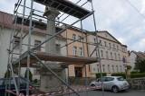 Zniszczona XVII-wieczna kolumna morowa w Oleśnie zostanie odrestaurowana [wideo, zdjęcia]