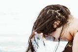 Takie są najlepsze domowe sposoby na słabe, suche włosy. Te skuteczne produkty do włosów znajdziesz w swojej kuchni [23.10.2021r r.]
